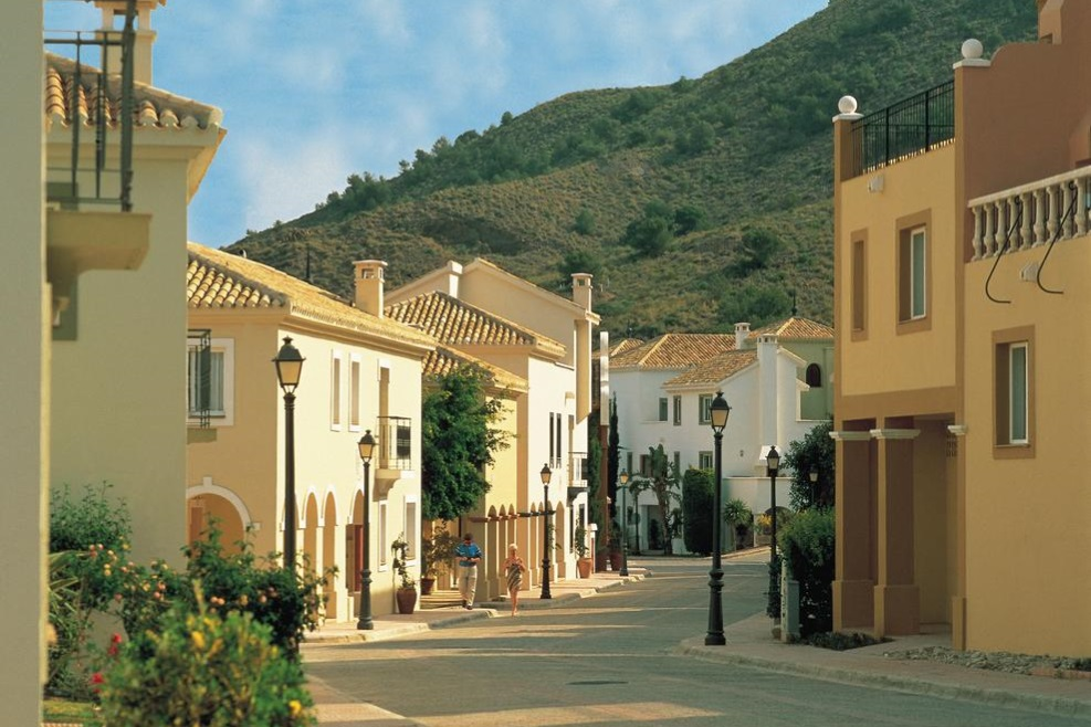 Las Lomas Village buy-to-let investment Spain